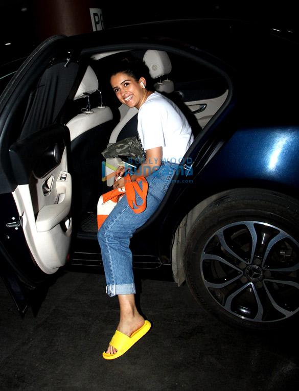 Rajinikanth, Sanya Malhotra and Kartik Aaryan snapped at the airport (4)