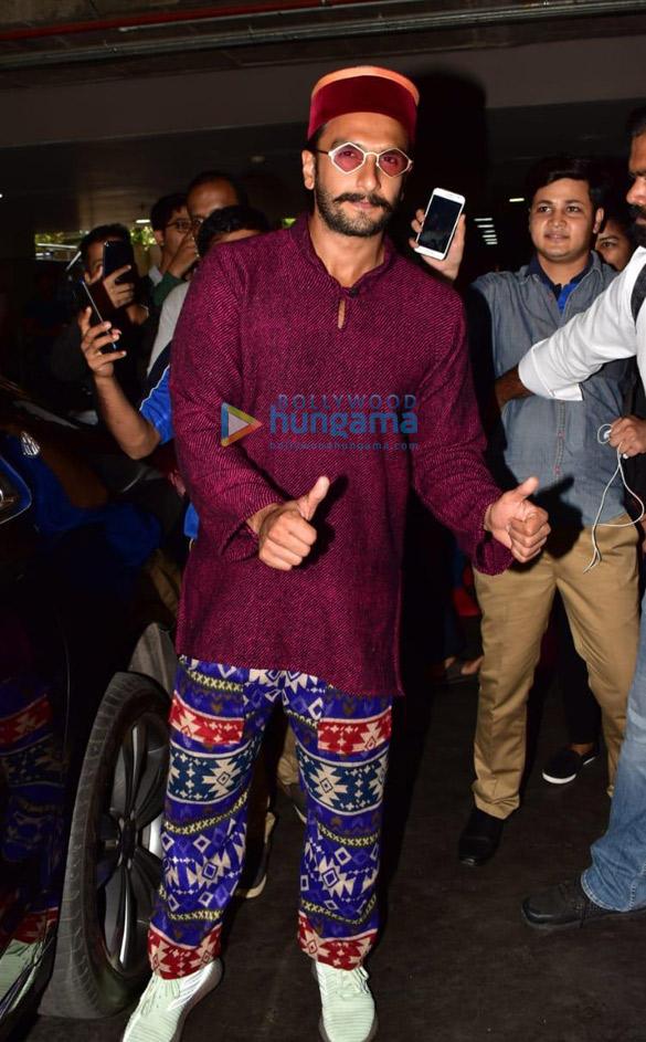Saif Ali Khan, Taimur Ali Khan, Kareena Kapoor Khan, Rajinikanth and others snapped at the airport (002)