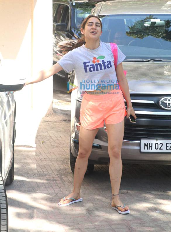 Sara Ali Khan and Sonakshi Sinha spotted at the gym (5)
