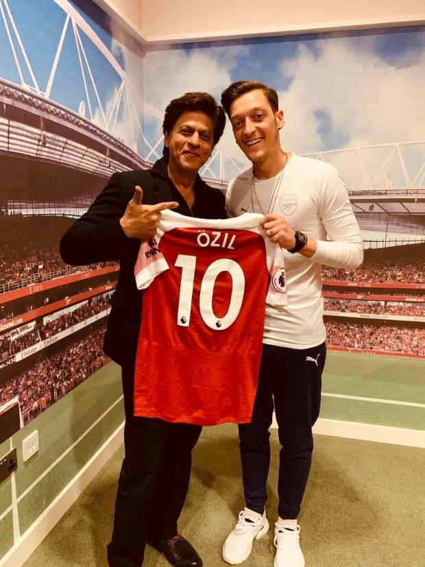 Shah Rukh Khan accepts invitation from Arsenal's Mesut Özil