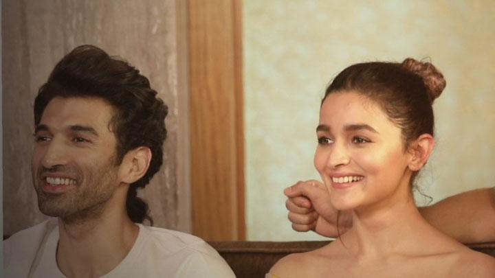 Varun, Alia, Sonakshi & Aditya On The EPIC DDLJ Scene In KALANK SRK Kajol