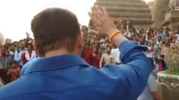 WATCH: Salman Khan thanks his fans and police while shooting for Dabangg 3 at Narmada ghat