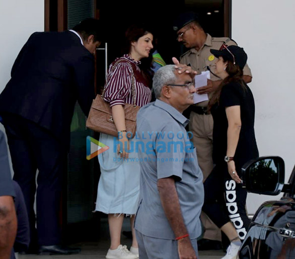 Akshay Kumar, Kangana Ranaut and others snapped at the airport (3)