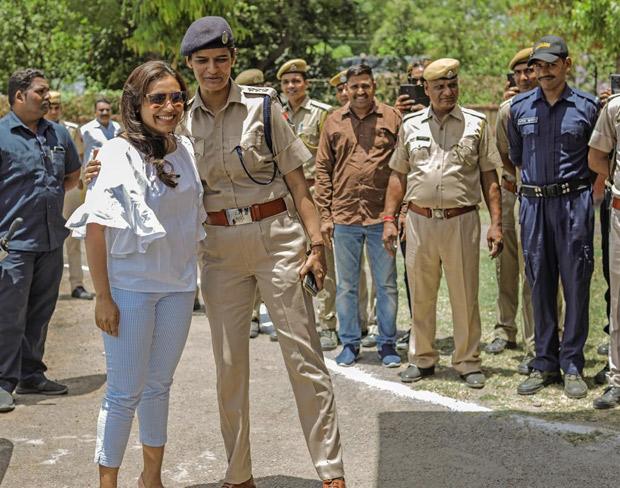 Amid filming for Mardaani 2, Rani Mukerji meets the police force at Kota!