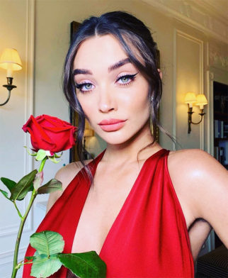 BAFTAs 2019: Pregnant Amy Jackson looks ravishing in crimson red gown (2)