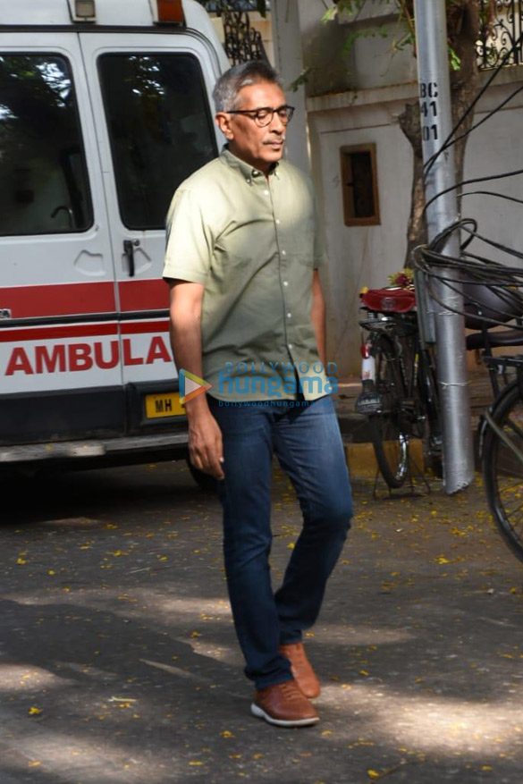 Celebs snapped at Ajay Devgn's house arriving to pay their condolence (001)