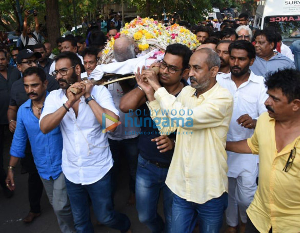 Celebs snapped at Ajay Devgn's house arriving to pay their condolence (122)