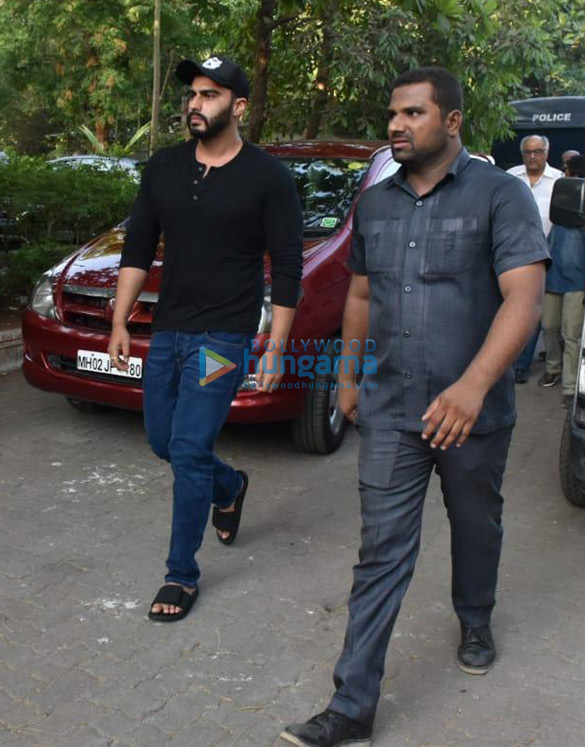 Celebs snapped at Ajay Devgn's house arriving to pay their condolence (126)