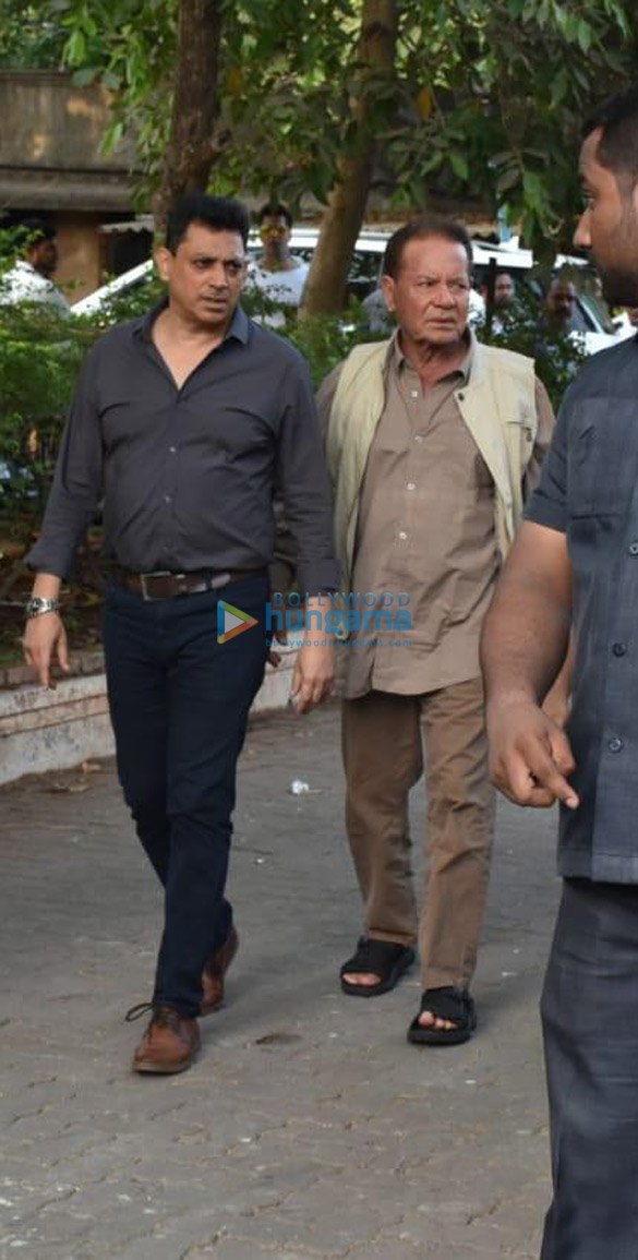 Celebs snapped at Ajay Devgn's house arriving to pay their condolence (130)