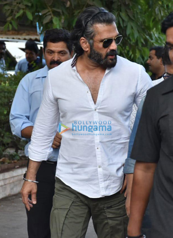Celebs snapped at Ajay Devgn's house arriving to pay their condolence (132)