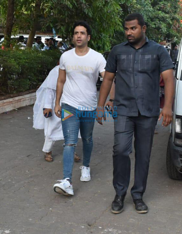Celebs snapped at Ajay Devgn's house arriving to pay their condolence (133)