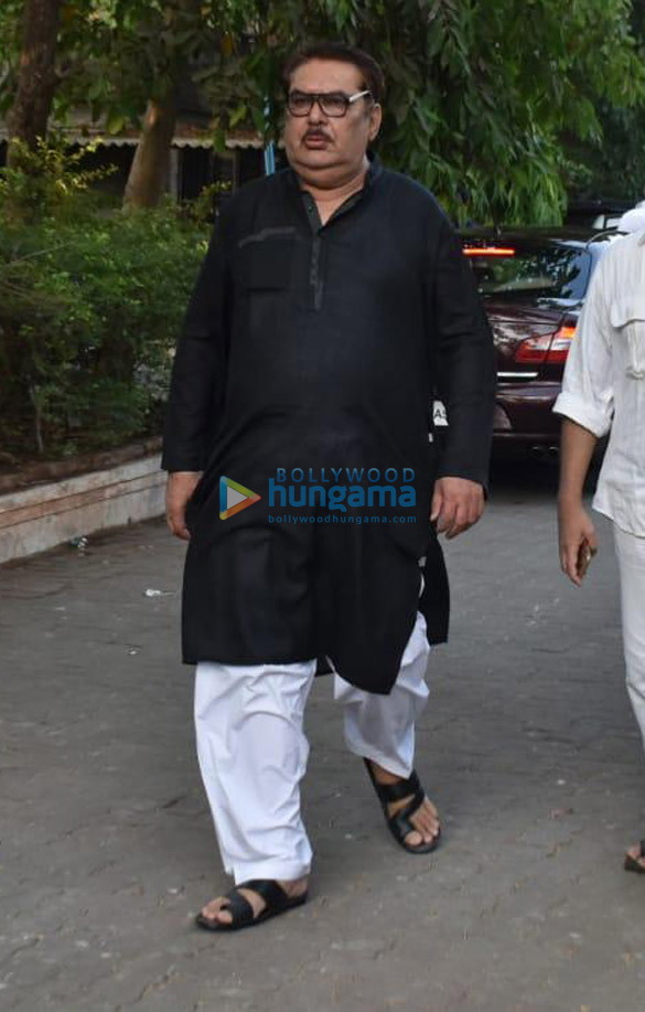 Celebs snapped at Ajay Devgn's house arriving to pay their condolence (135)