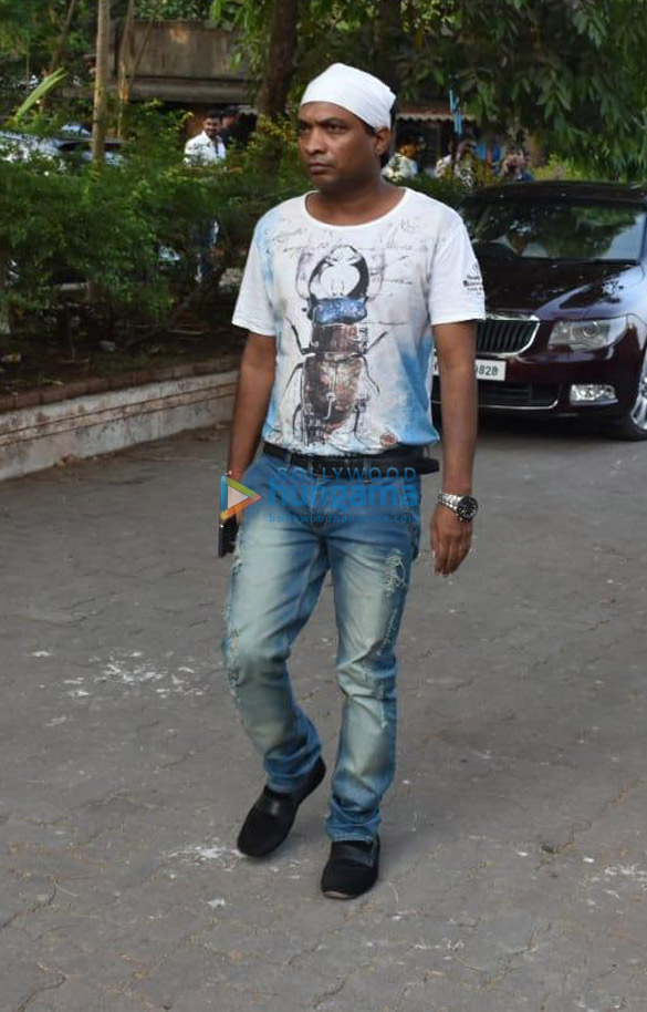 Celebs snapped at Ajay Devgn's house arriving to pay their condolence (136)