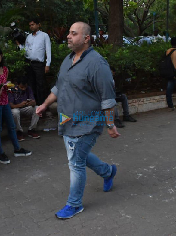 Celebs snapped at Ajay Devgn's house arriving to pay their condolence (138)