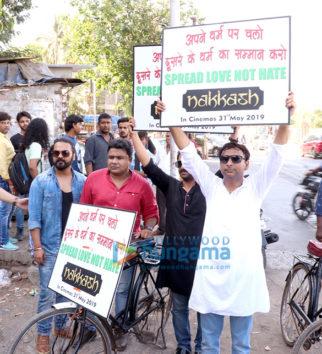 Inaamulhaq & Sharib Hashmi promote 'Nakkash' on cycle in Mumbai