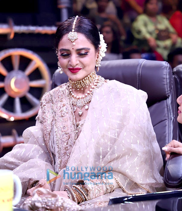 Photos Rekha snapped on the sets of Super Dancer Chapter 3 (1)