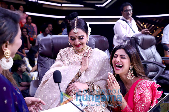 Photos Rekha snapped on the sets of Super Dancer Chapter 3 (3)