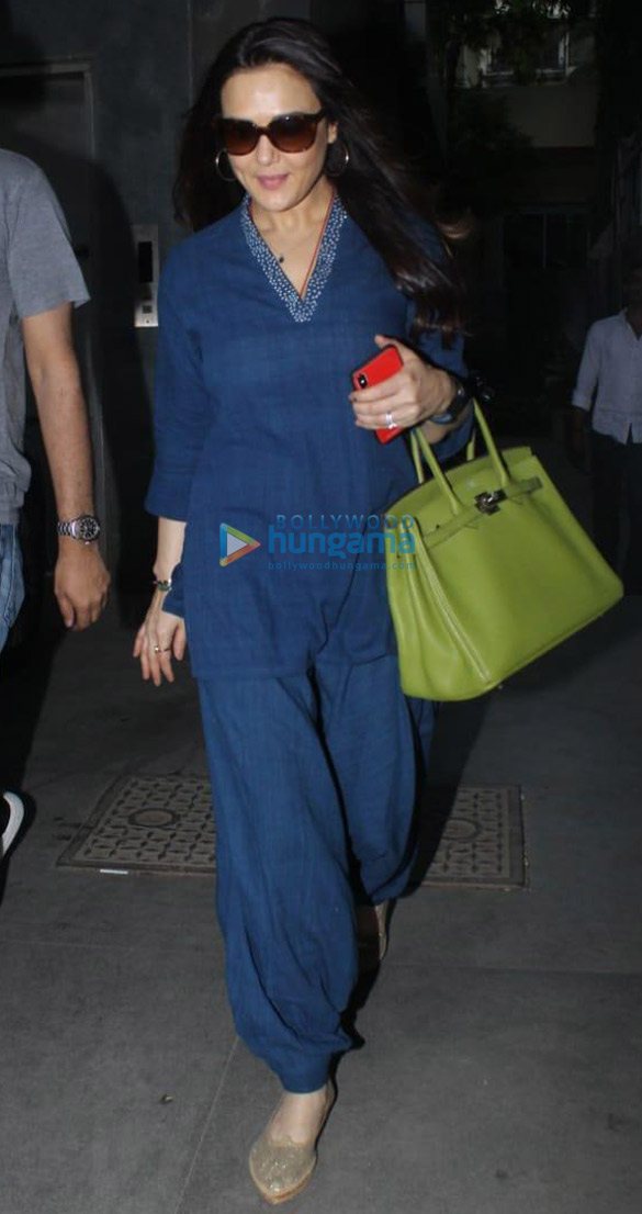 Preity Zinta snapped at Mukesh Chhabra's office in Juhu (3)