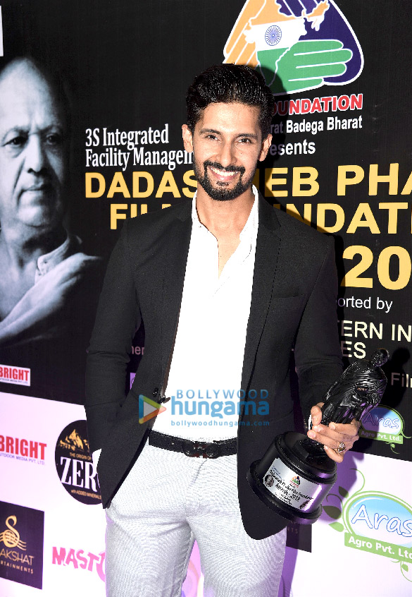 Ranvir Shorey, Ravi Dubey, Rakhi Sawant, Gurmeet Chaudhary and others grace Dadasaheb Phalke Film Foundation Awards 2019 (2)