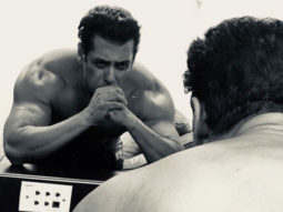 Salman Khan posts a SHIRTLESS selfie, sending fans into frenzy!