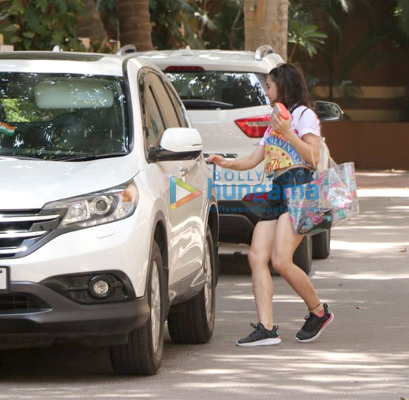 Sara Ali Khan snapped hiding her face at her gym session in Khar