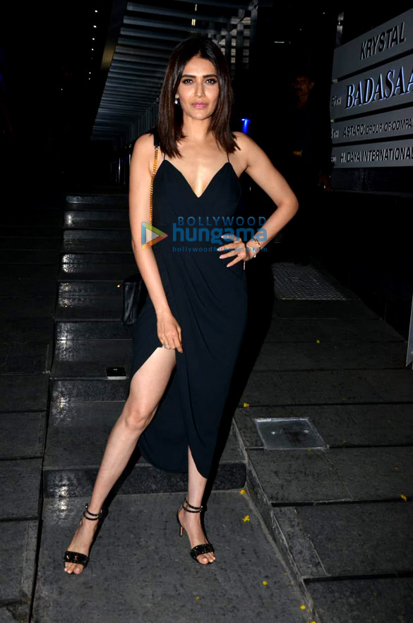 Sonal Chauhan, Mandana Karimi, Krystle Dsouza and others spotted at Hakkasan in Bandra (4)