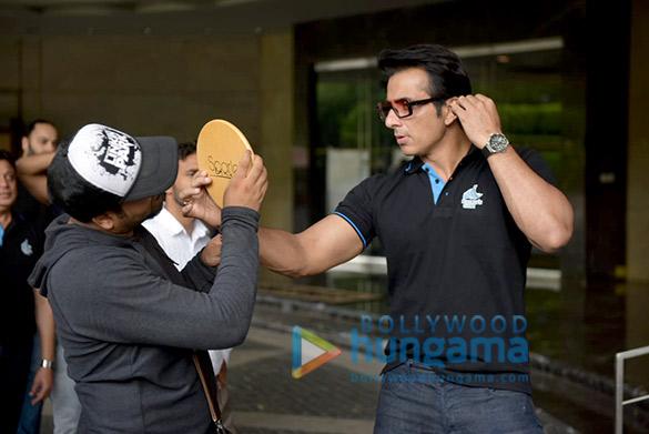 Sonu Sood snapped attending Rhino's Gym press meet (1)