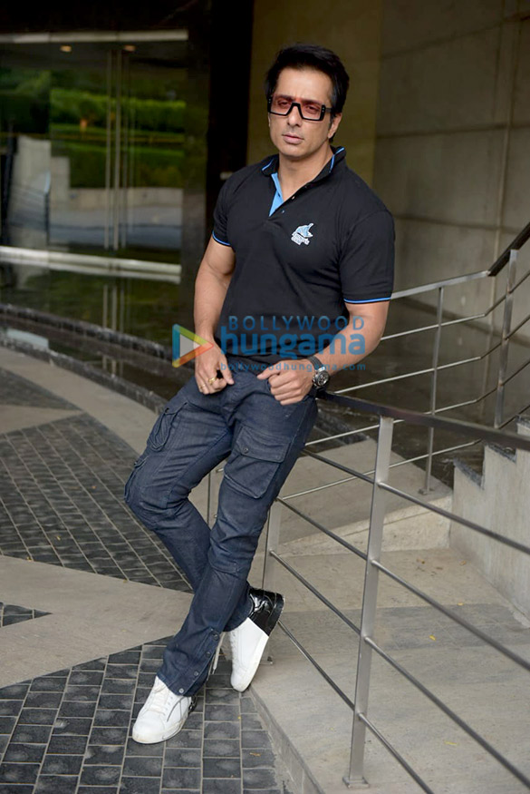 Sonu Sood snapped attending Rhino's Gym press meet (4)