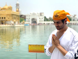 PHOTO ALERT: Kartik Aaryan seeks blessings at Golden Temple
