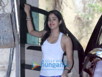 Photos: Janhvi Kapoor, Malaika Arora and others snapped outside the gym