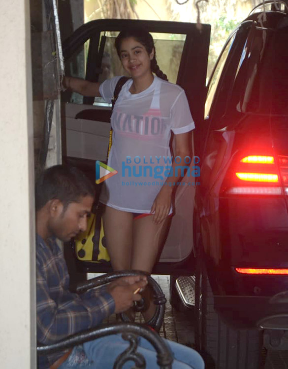 Photos Janhvi Kapoor snapped at the gym (3)