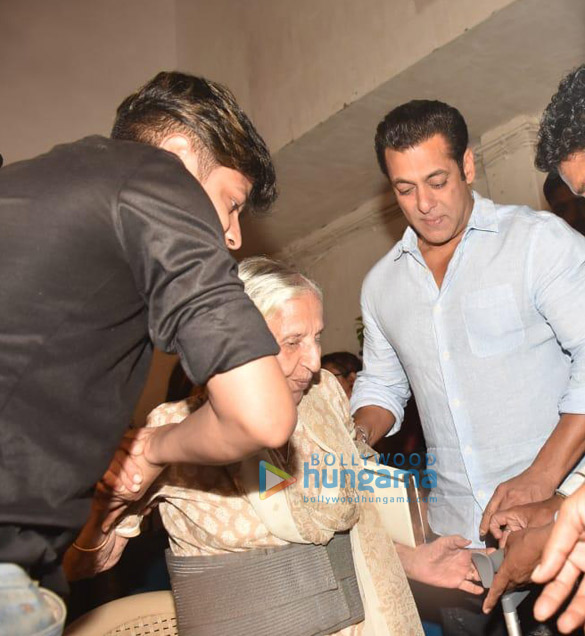 Photos Salman Khan and Katrina Kaif meet families who have witnessed the 1947 partition (2)