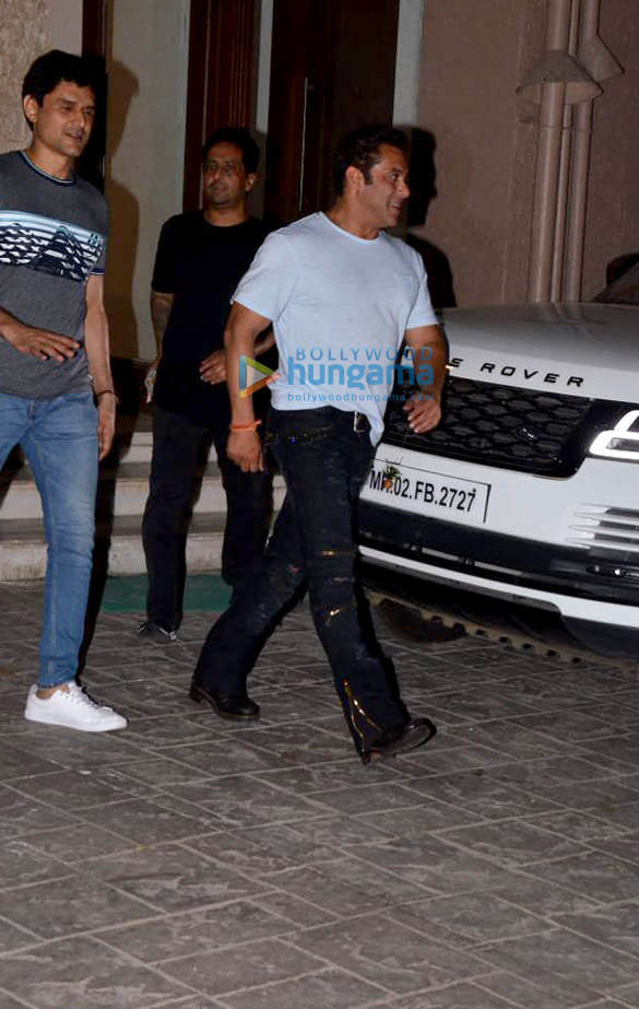 Salman Khan, Iulia Vantur and others snapped at Arbaaz Khan's housewarming party (8)