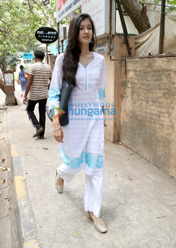Shanaya Kapoor spotted at dance class in Bandra (2)