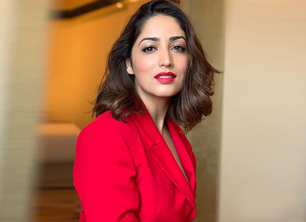 This video of a fan singing the Vicky Donor song 'Pani Da' for Yami Gautam at Kaabil screening in China is SUPER-CUTE!