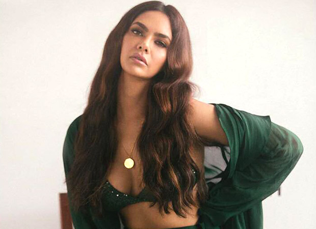 Esha Gupta takes fashion up a notch with a sexy bottle green outfit!