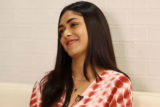 HILARIOUS Mrunal Thakur SRK or HRITHIK LOOKS or INTELLIGENCE Super 30 Trickiest Rapid Fire