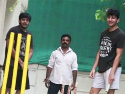 Ibrahim-Ali-Khan-spotted-playing-Gully-Cricket-at-home