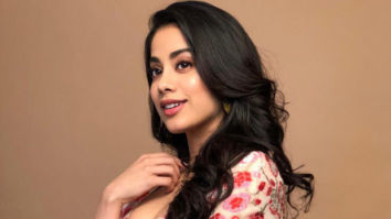 Janhvi Kapoor receives a special note on the sets of RoohiAfza