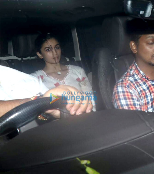 Photos Alia Bhatt snapped at a friend's place in Juhu (3)