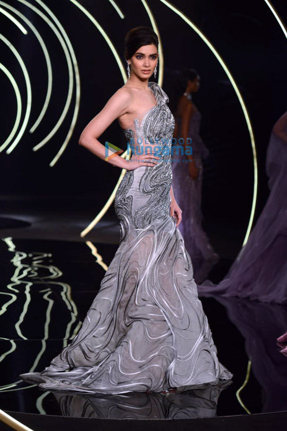 Photos Daina Penty walks the ramp for Gaurav Gupta at India Couture Week 2019 (2)