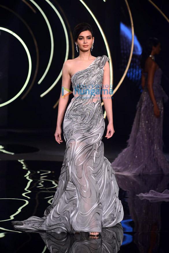 Photos Daina Penty walks the ramp for Gaurav Gupta at India Couture Week 2019 (5)