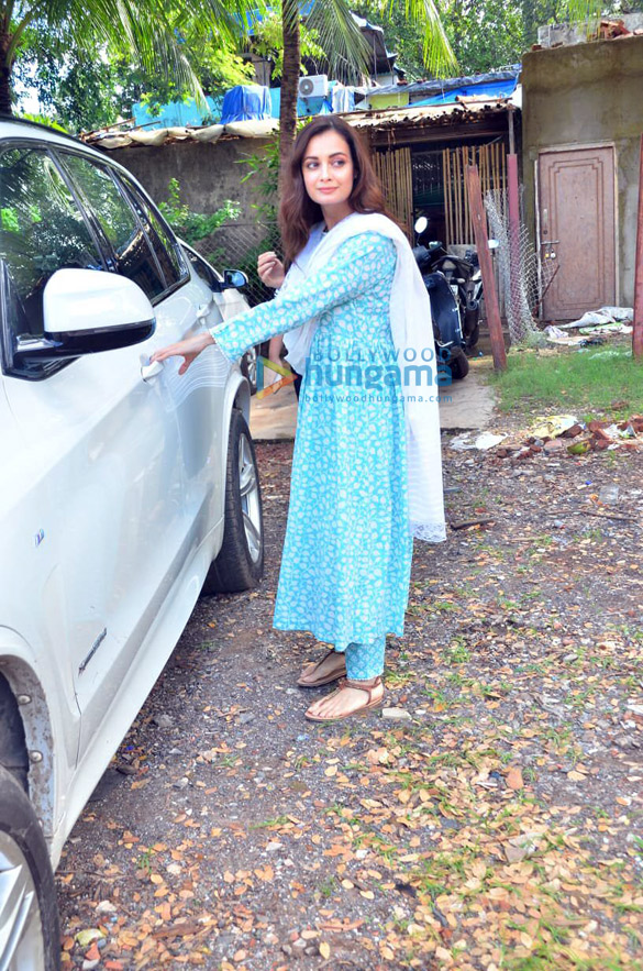 Photos Dia Mirza spotted after photoshoot in Versova (3)