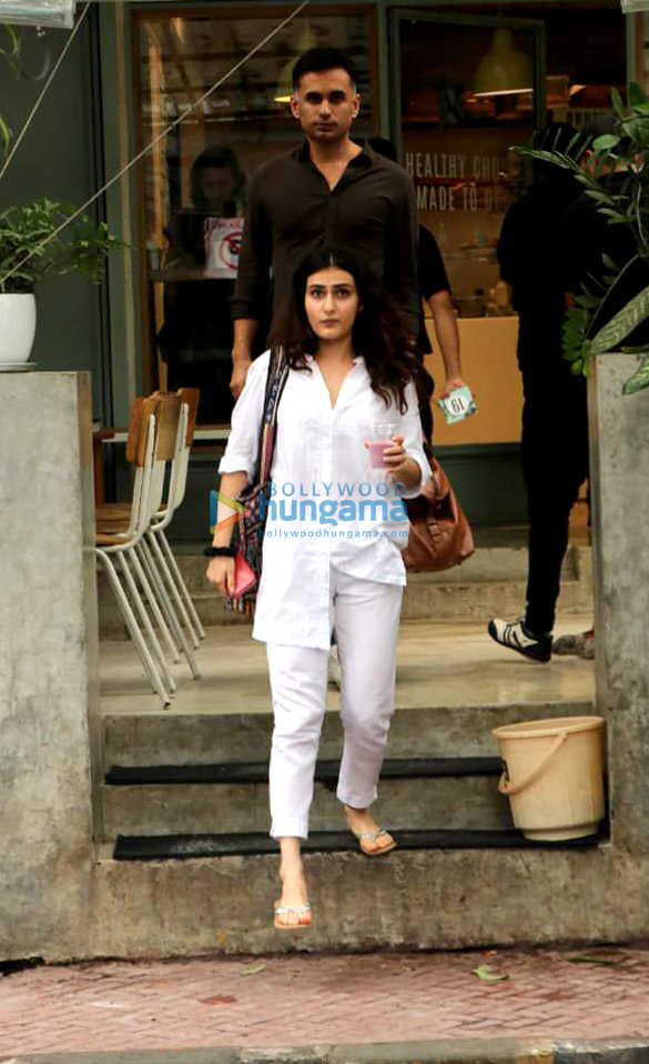 Photos Fatima Sana Shaikh snapped with a friend at The Kitchen Garden in Bandra (3)