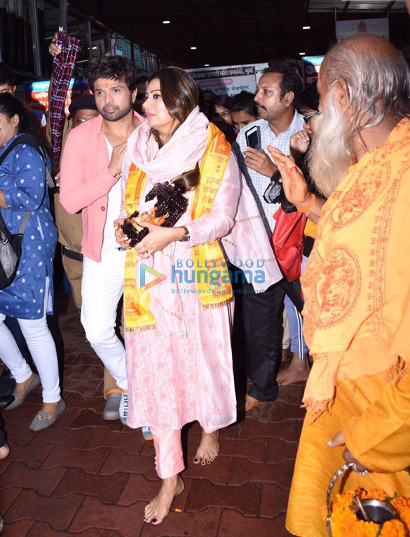 Photos Himesh Reshammiya snapped visiting Siddhivinayak temple on his birthday (1)