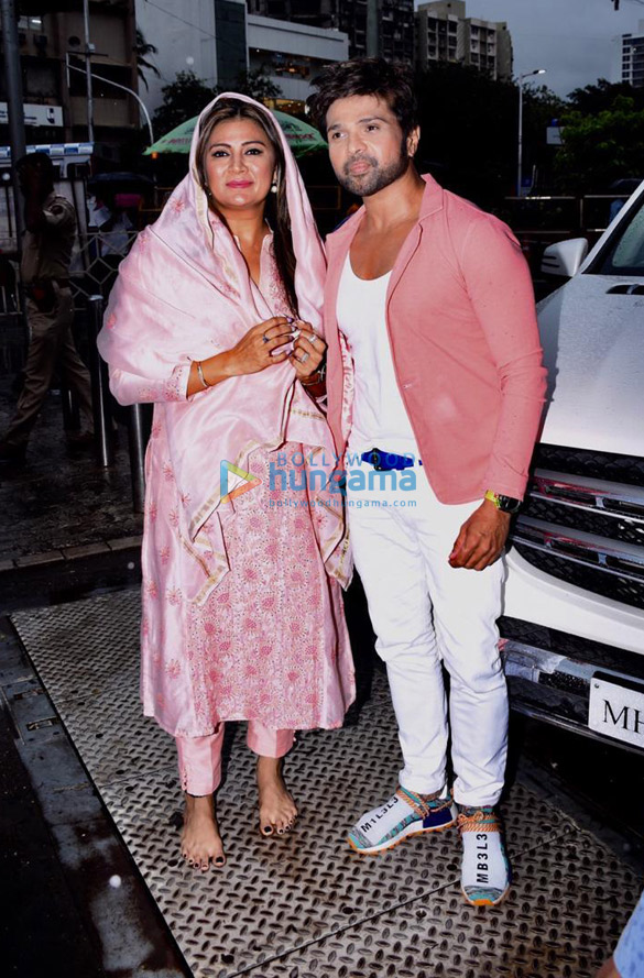 Photos Himesh Reshammiya snapped visiting Siddhivinayak temple on his birthday (3)