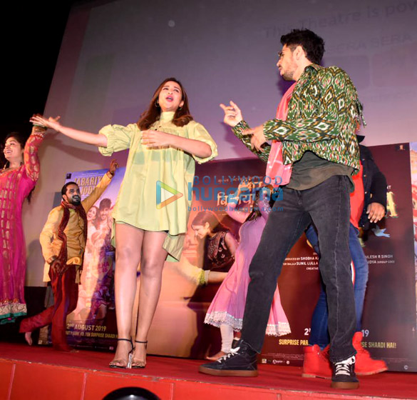 Photos Sidharth Malhotra and Parineeti Chopra grace the launch of the song 'Zilla Hilela' from their film Jabariya Jodi (5)