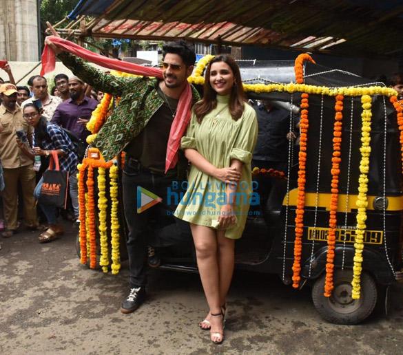 Photos Sidharth Malhotra and Parineeti Chopra grace the launch of the song 'Zilla Hilela' from their film Jabariya Jodi More (1)
