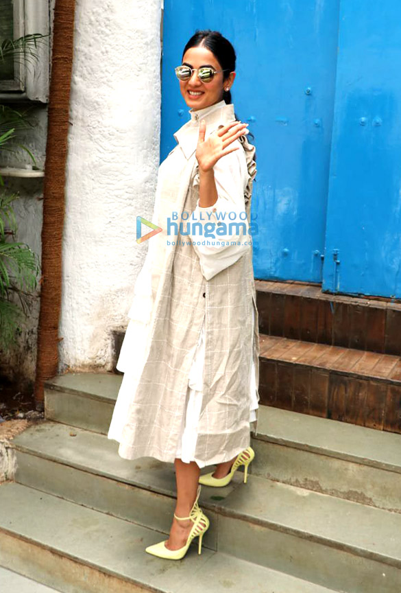 Photos: Sonal Chauhan spotted at Olive Bar n Kitchen in Bandra