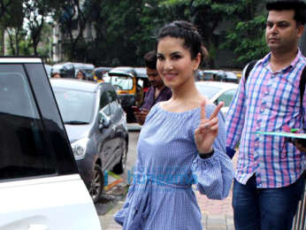 Photos Sunny Leone spotted with her kids in Juhu (4)